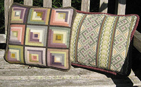 Small Log Cabin 01 with companion pillow Celtic Knot 03